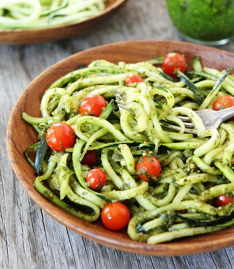 Zucchini-Noodles-with-Pesto-10