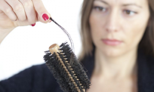 <thrive_headline click tho-post-17426 tho-test-166>4 Natural Remedies to Correct Hair Loss</thrive_headline>