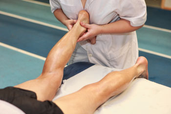 achilles tendonitis getting treated in therapy