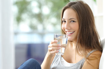 woman drinking water tips food craving
