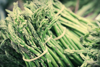 asparagus benefits bunches of asparagus