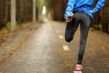 lower risk gallstones woman running in park