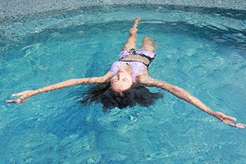 woman in bikini swimming exercise avoid period cramp natural remedies menstrual cramps